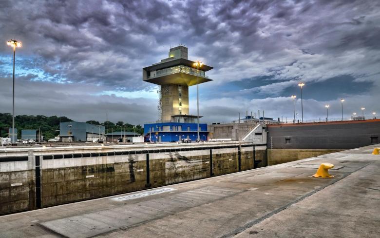 Torre de Control - Tercer juego de esclusas Canal Panamá
