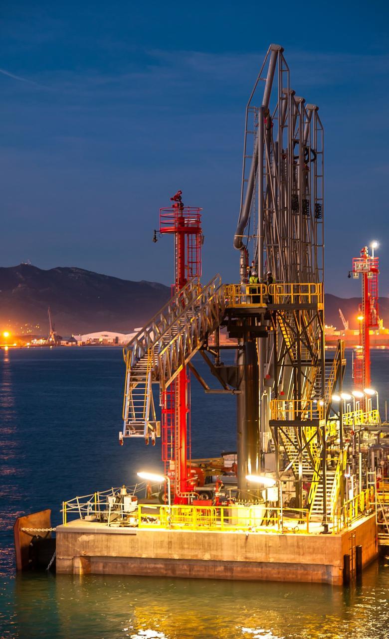 Instalaciones portuarias de BP Oil en Castellón (España)