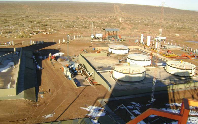 Instalaciones de superficie de los yacimientos de Aguada Toledo y Sierra Barrosa