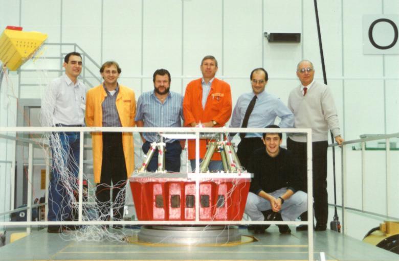 Fotografía del final de la camapaña de calificación (de izquierda a derecha): Juan Carlos Bahillo, tres miembros del equipo de IABG, José Ignacio Bueno, José Julián Echevarria y Jaime Zarauz.