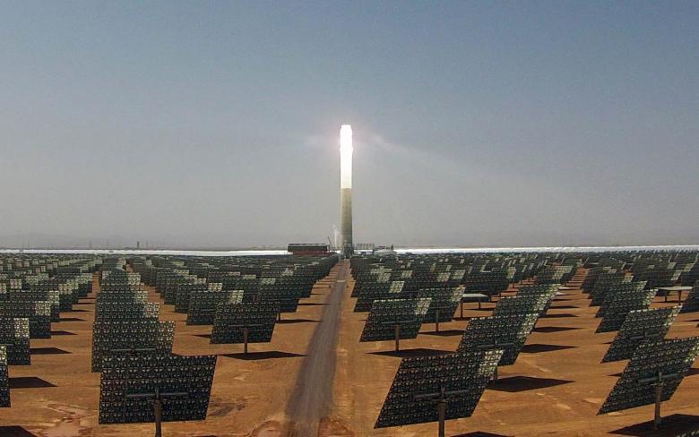 Récepteur de la tour centrale centrale solaire thermique NOORo III