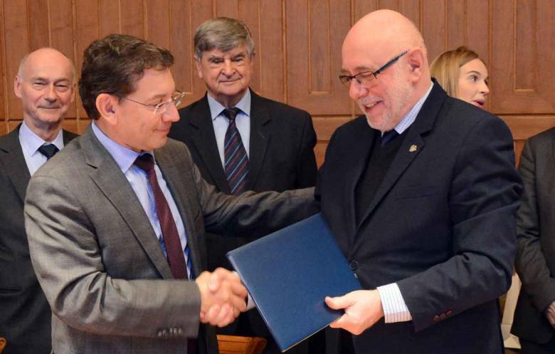 Acuerdo de colaboración entre SENER la universidad Politécnica de Varsovia