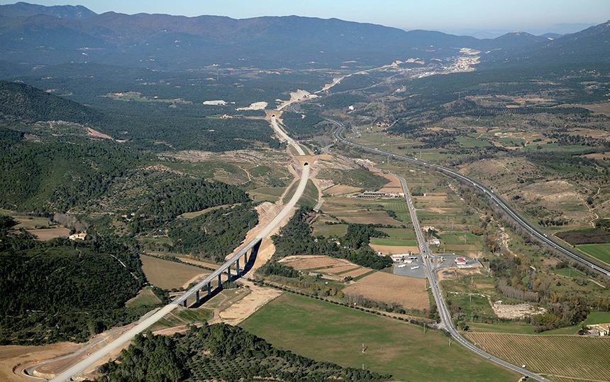 Puesta en marcha de la línea 9 del metro en Barcelona y del tramo de alta velocidad Figueras-Perpignan