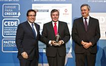 El presidente de SENER, Jorge Sendagorta, recoge el premio 'Dirigir para crecer' que concede la Confederación Española de Directivos y Ejecutivos