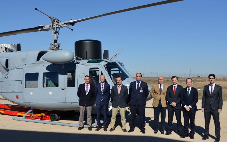 La UTE SENER-INAER entrega a la Armada una nueva unidad del helicóptero AB-212
