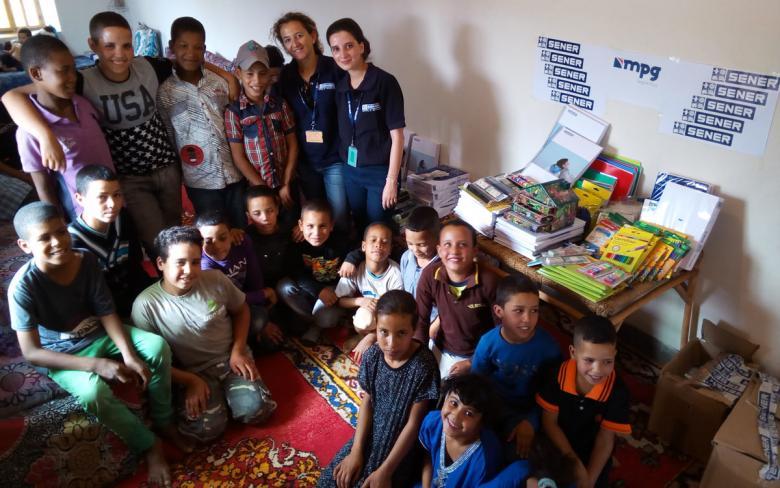 SENER entrega material escolar a la Development Association of Izerki en Marruecos