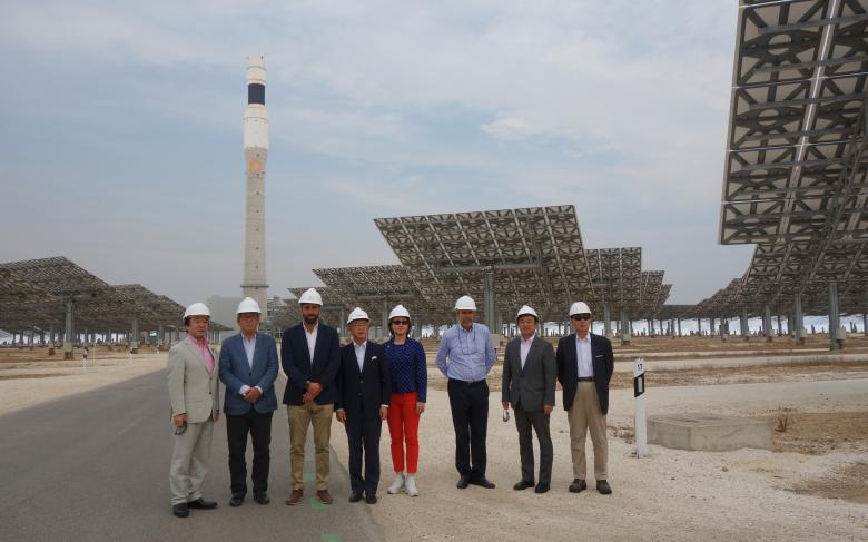 A Japanese delegation visits the Gemasolar plant