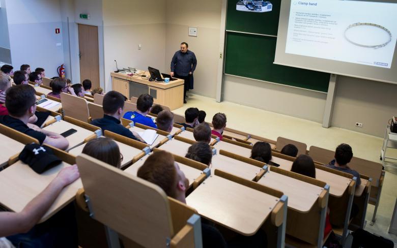 Educación y sesiones con estudiantes en Polonia