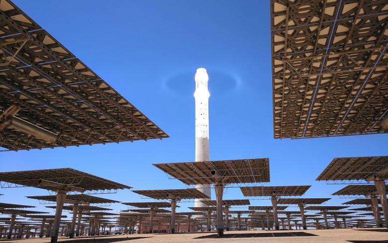 http://www.ingenieriayconstruccion.sener/ecm-images/planta-solar-termoelectrica-nooro-iii-receptor-iluminado