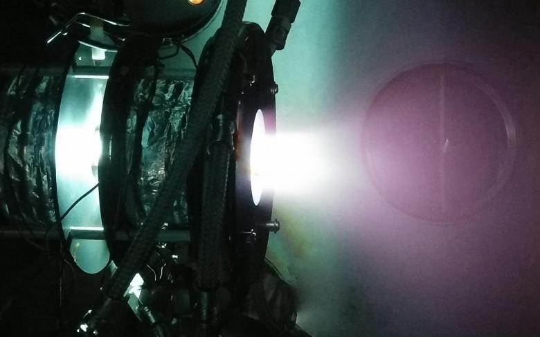 Motores de plasma de fuente Helicon (HPT)