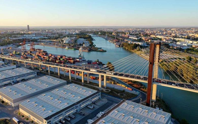 El Puerto de Sevilla lidera un proyecto europeo de innovación, con la participación clave de SENER, para integrar el transporte marítimo y el terrestre